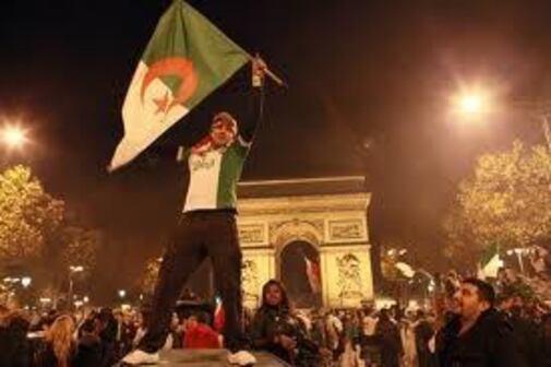 le patriotisme algérien en France révèle l'échec de l'assimilation.