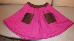 Une petite jupe assortie au blazer
