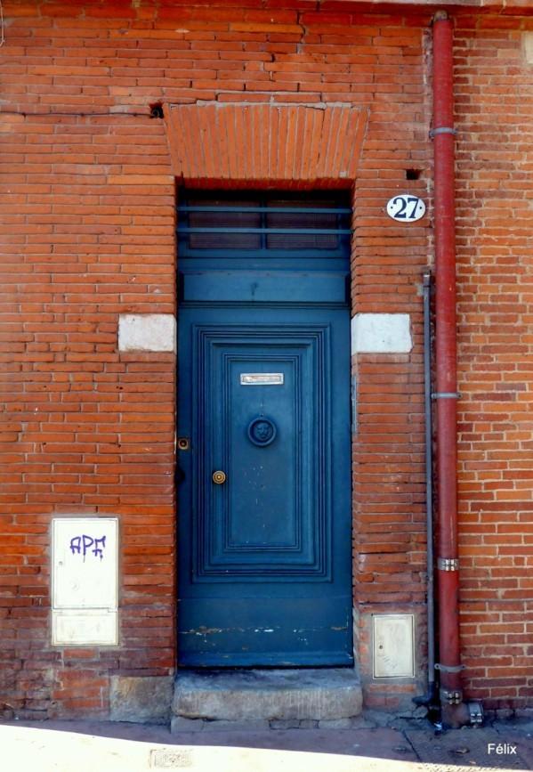 U01 - Porte bleue