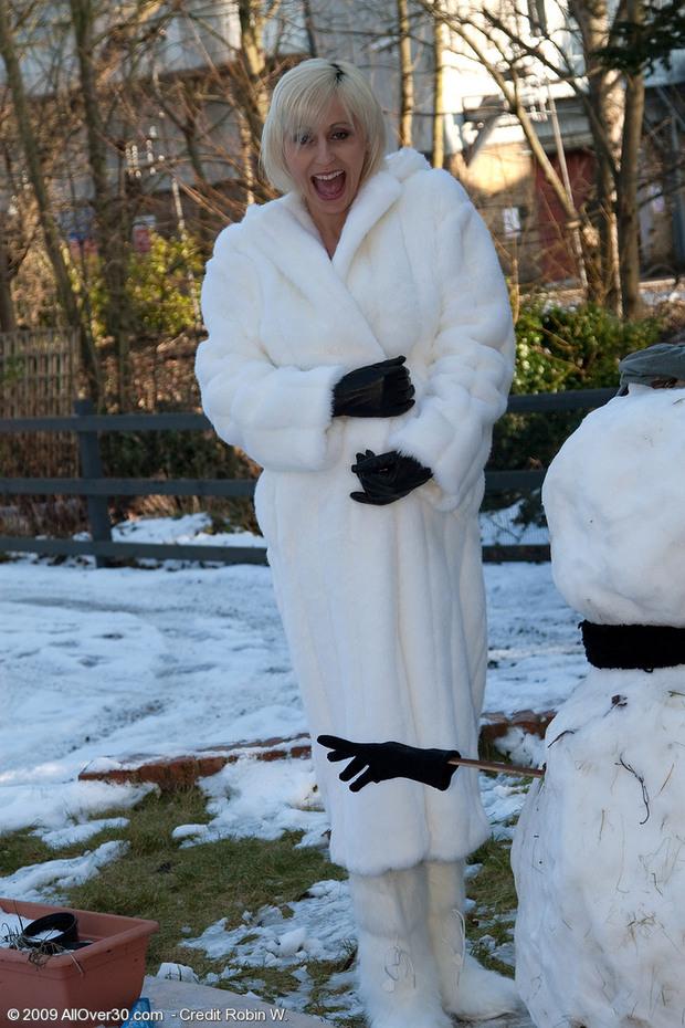 Marsha -3- Une femme enceinte qui n'a pas froid !