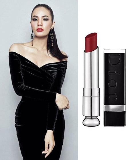 petite robe noire fourreau sexy à manche et rouge à lèvres foncé