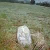 Ancienne petite borne avec croix gravée (265 m)