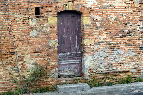 Vallègue en 31 : portes et fenêtres ...