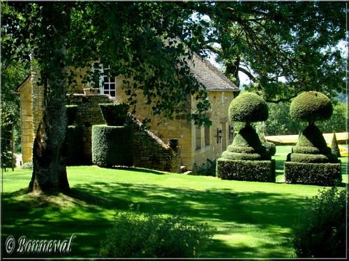 Les Jardins du Manoir d'Eyrignac le Manoir et les topiaires