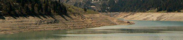 Le lac en vidange partielle