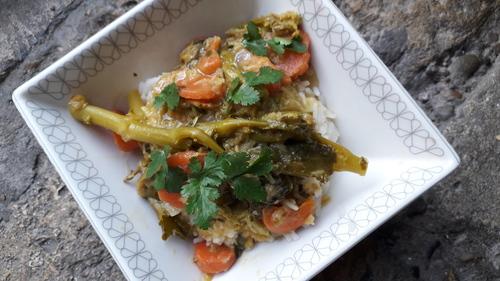 Curry de lentilles corail et lait de coco avec pleeeiiinn de légumes {Vegan}