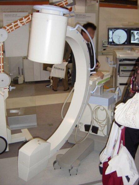 Photo : appareil de radioscopie utilisé en salle de vasculaire