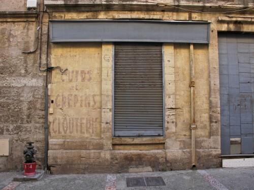 Crépin mur peint boutique fermée Pézénas 8