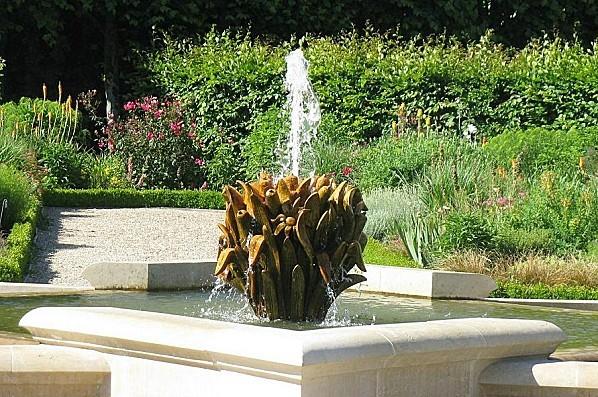 Villandry-Fontaine-jardin-du-soleil-25-5-2011-.JPG