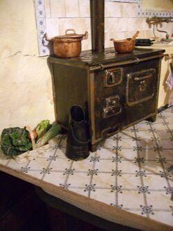 seau à charbon et panier de légumes