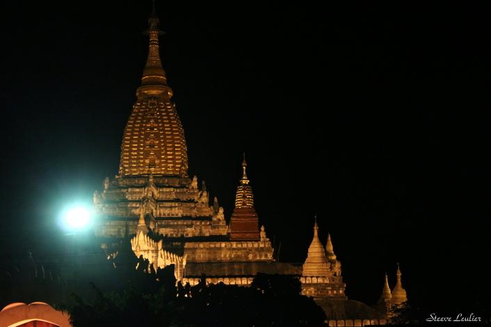 Ananda Phaya by night