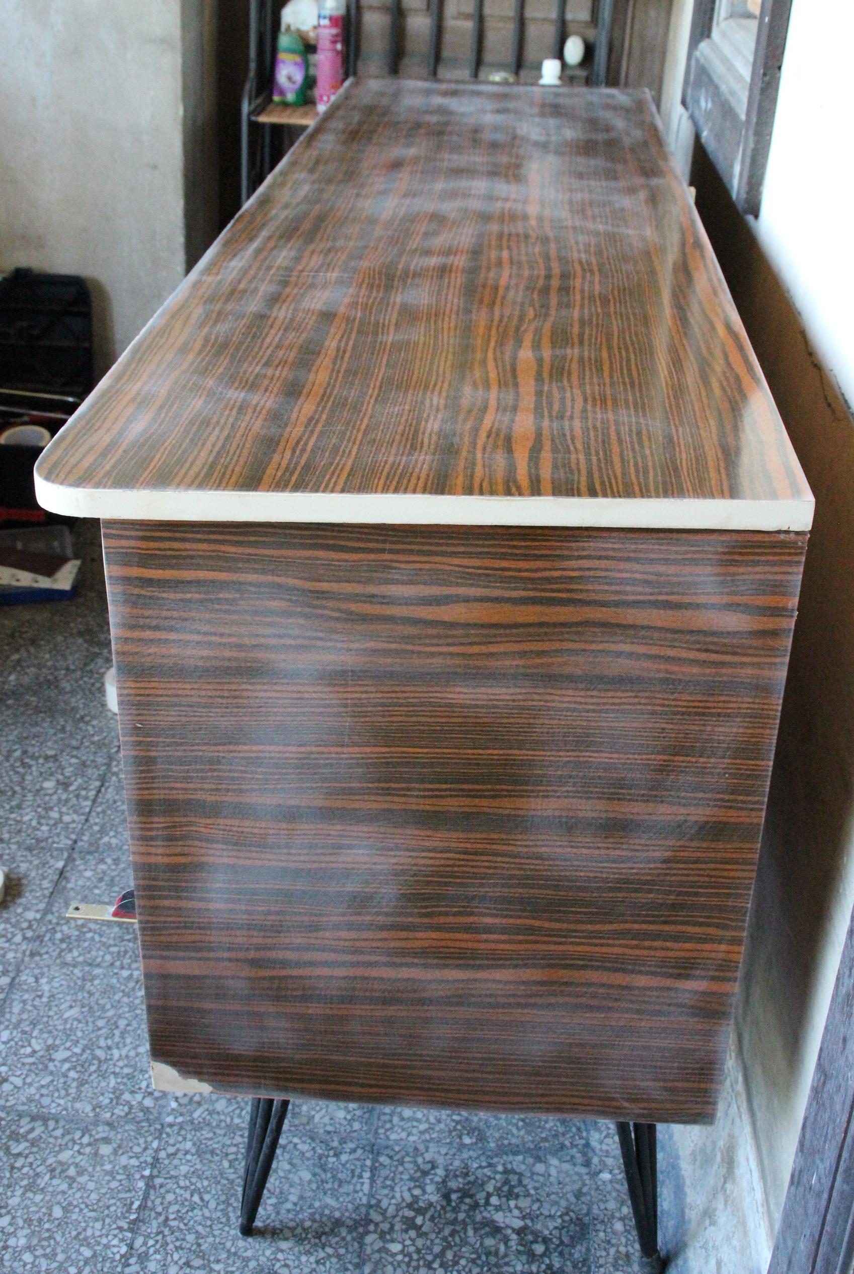 comment relooker un meuble en formica comment peindre un. Black Bedroom Furniture Sets. Home Design Ideas