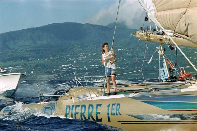 Florence Arthaud arrive à Pointe-à-Pitre le 18 novembre 1990.