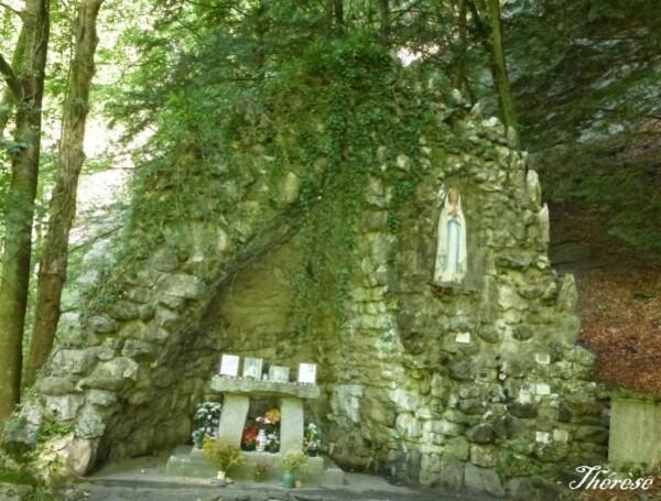 Grotte-mariale-de-Levaud--4-.JPG