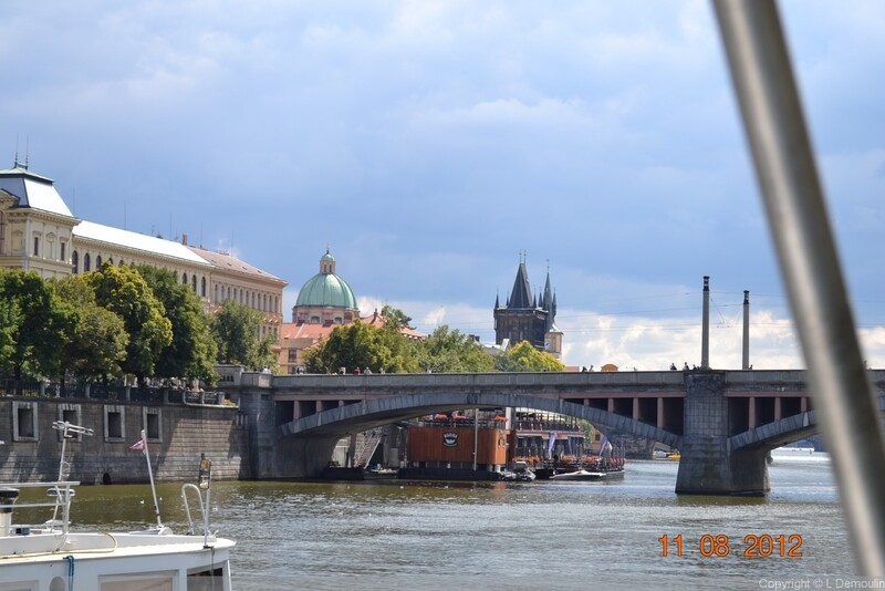 PRAGUE AU FIL DE L'EAU