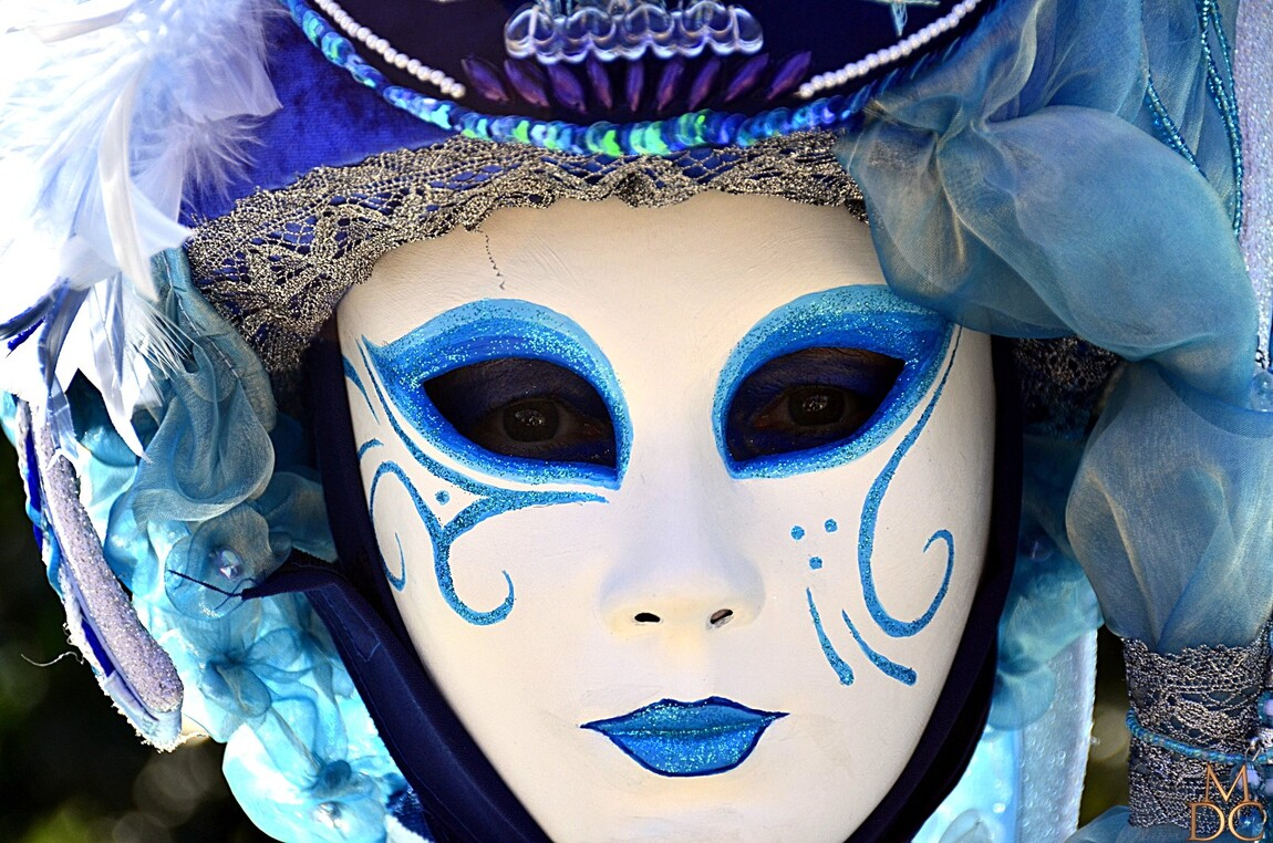 "ANNECY carnaval vénitien "" Women in Blue """