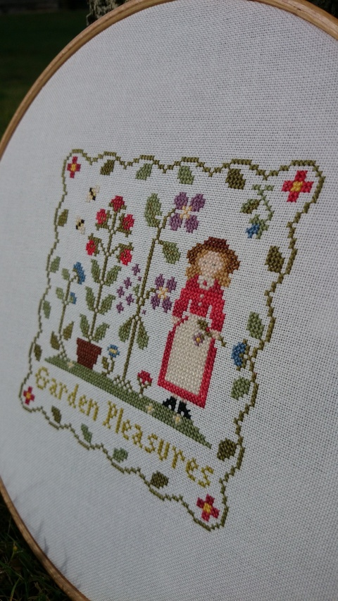 GARDEN PLEASURES - Little House Needleworks
