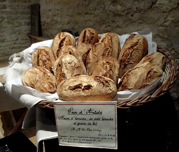 """Le """"pain d'Antide"""", une nouveauté délicieuse à la boulangerie artisanale-bio de Montliot"""