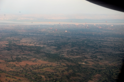 En avion, de Rangoon à Bagan