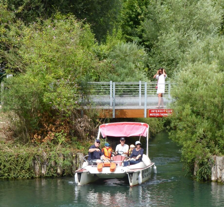 Chanaz depuis le canal de Savières....