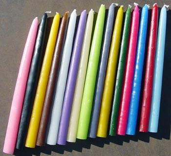 La magie des bougies colorées.