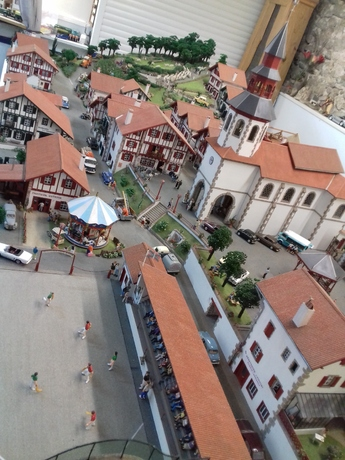 "Lundi ""DIorama"" BOUSSAY- Reproduction Village Basque miniature"