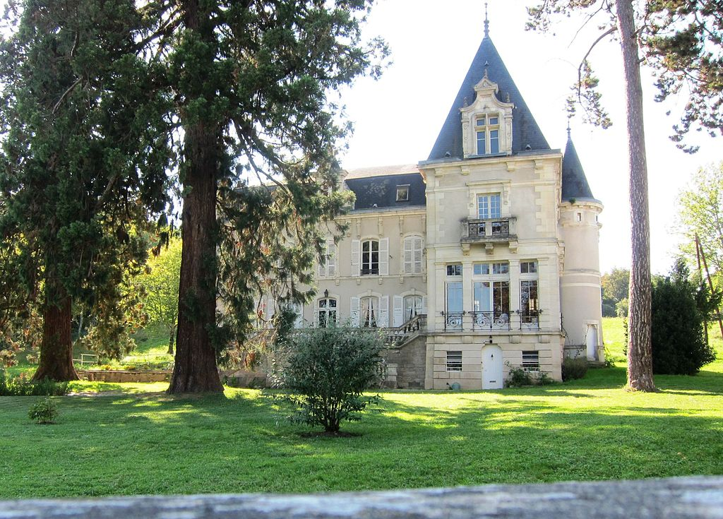 Country House (AKA Château Gaillard) with French Renaissance Architectural features - panoramio.jpg