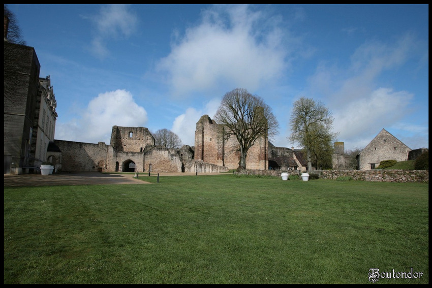 Sainte-Suzanne-le château (Mayenne 53)