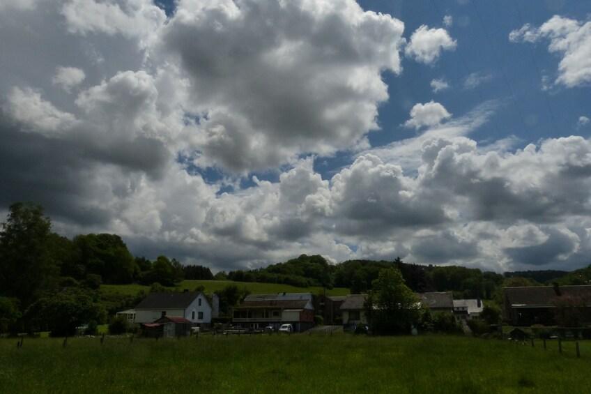 Après la grêle, balade sous les gros nuages