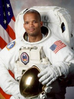 Capitaine Robert L. Curbeam Junior (Astronaute, Etats-Unis)