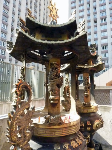 Temple boudhiste des Theochew Brûle encens