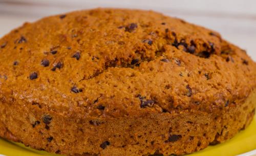 Gâteau du matin à la poire de terre (yacon), aux amandes et aux pépites de chocolat