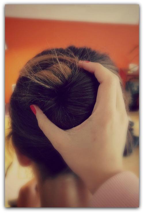 Tuto coiffure: un chignon top sans élastoc'.