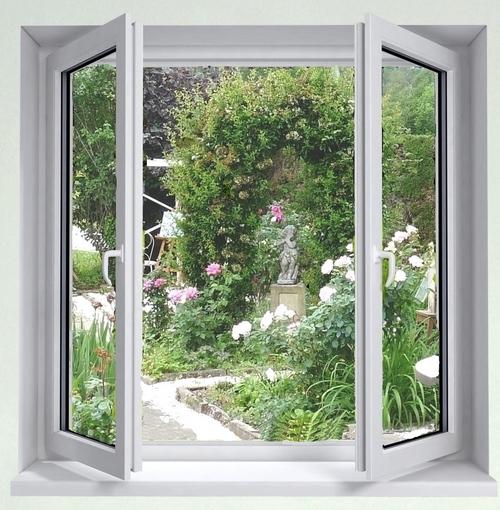 Nouvelle fenêtre pour la cuisine miniature