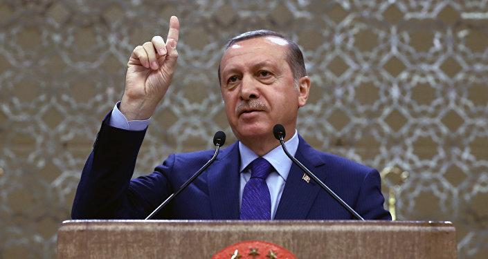 Chewing gum, tweet, cours: pour quoi encore peut-on aller en prison en Turquie?