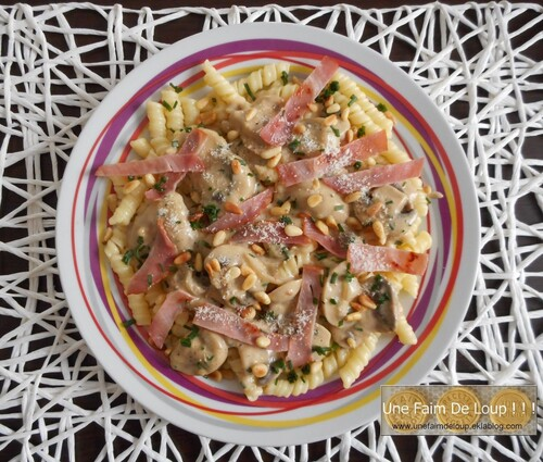 Pâtes crémeuses aux champignons bacon & pignons