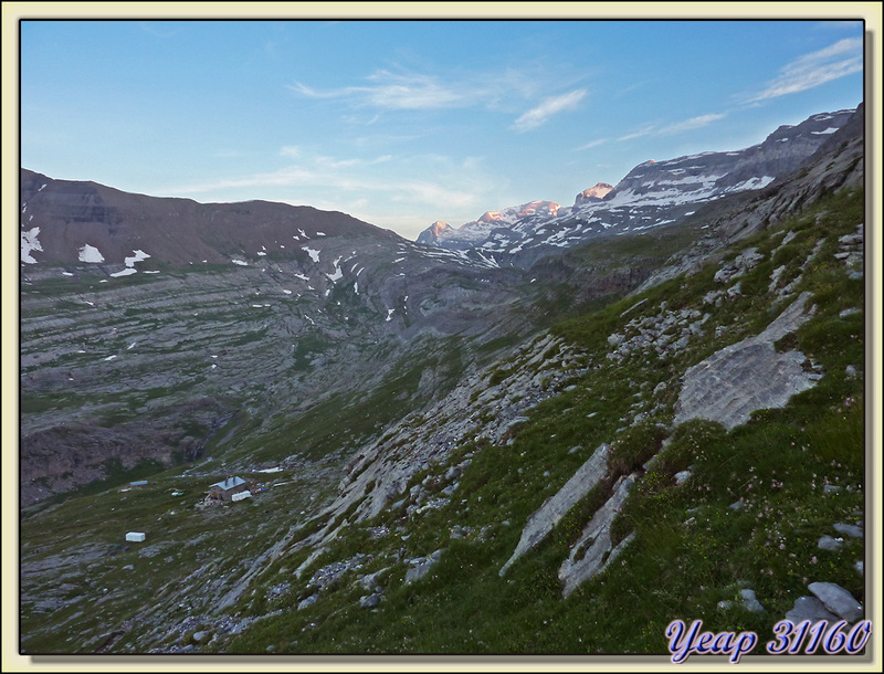 Au très petit matin la montée est en cours - Massif du Mont Perdu - Aragòn - Espagne (España)