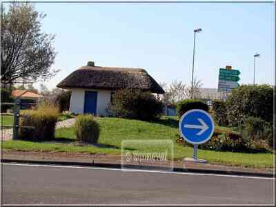 Rond-point à Bouin Vendée Marais Breton chaumière Noirmoutier Pays de la Loire