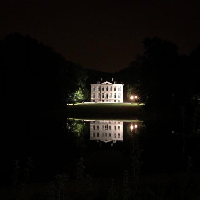 Superbe photo du château Malou prise un soir d'été