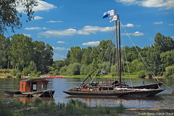 """embarcations """"toue"""" sur la Loire"""