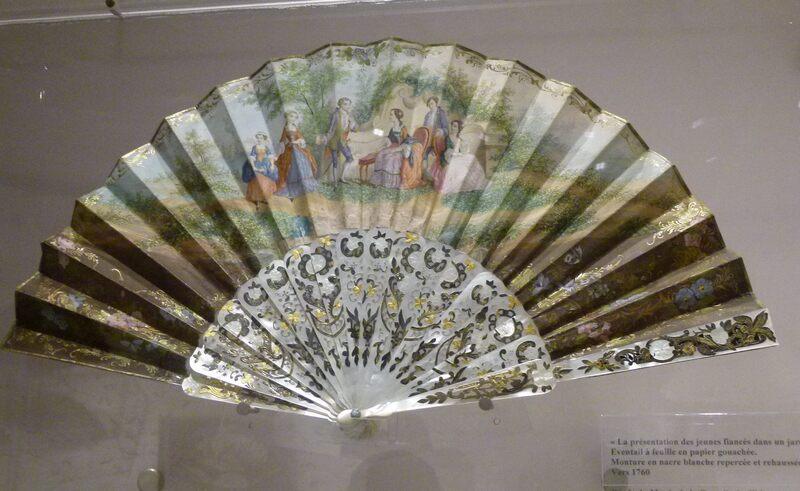 Exposition d' éventails au musée de la nacre à Méru (60)