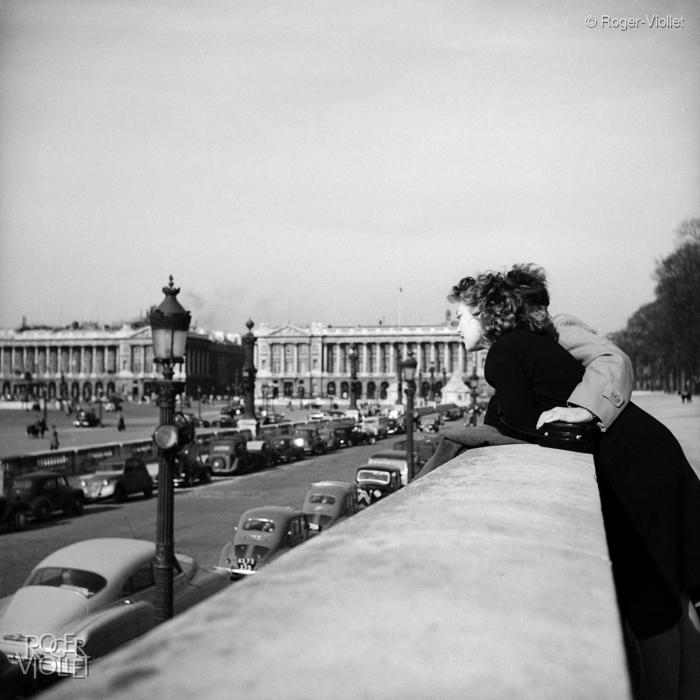 Amoureux à Paris - Roger Viollet
