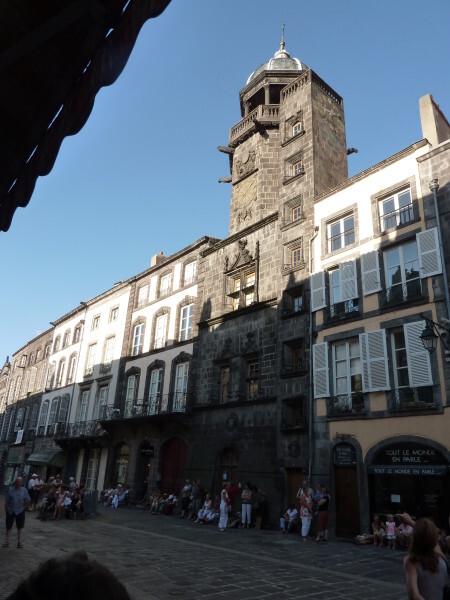 Riom - la tour de l'horloge 1