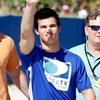 Taylor Lautner et Kellan Lutz à Directv Celebrity Beach Bowl