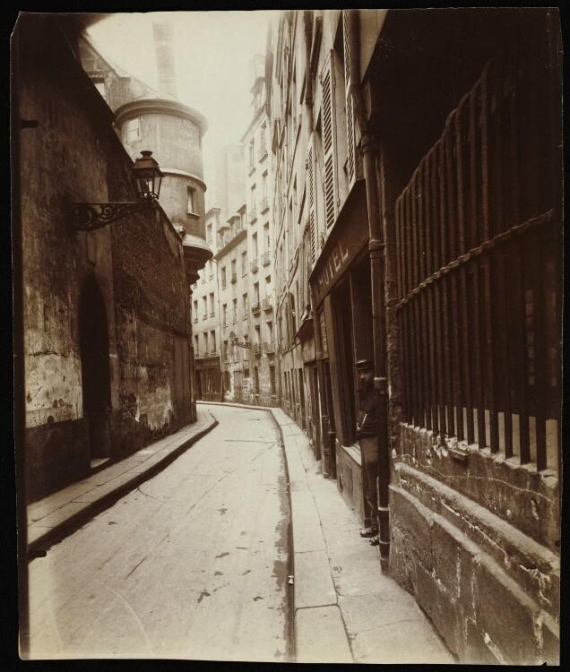 Atget Paris Rue de lHotel de Ville 636x750 Le Paris de 1900 par Atget