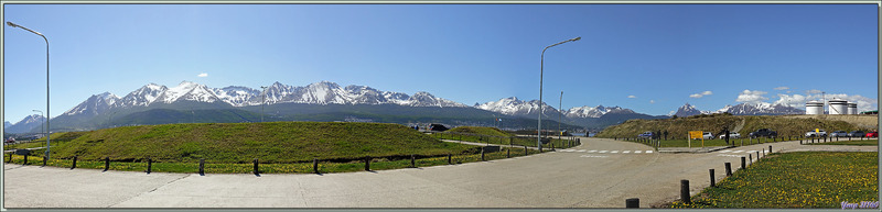 Panorama découvert lors de notre débarquement à l'aéroport d'Ushuaïa sous un soleil radieux - Terre de Feu - Argentine
