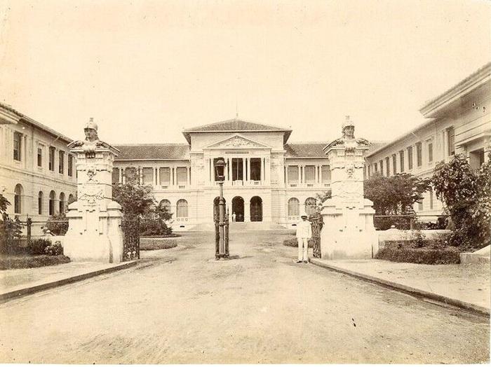 Le Palais de Justice de Saïgon. Viêt Nam. Indochine (Photo Albuminée. 1890).