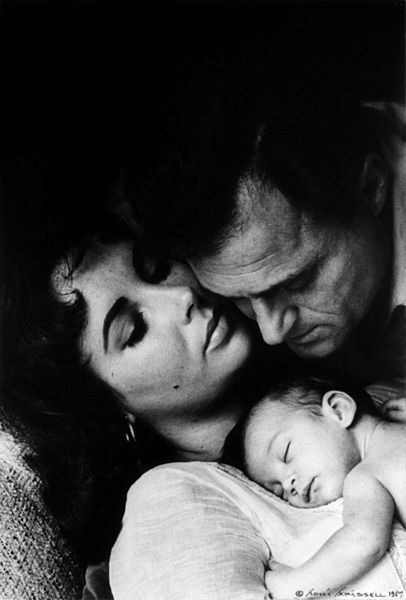 File:Liz Taylor, Liza Todd and Mike Todd by Toni Frissell, 1957.jpg