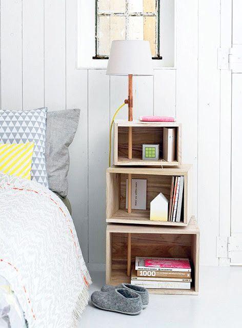 // Tables de chevet #DIY Idée à retenir : le lampadaire qui sert de fixation aux caisses: