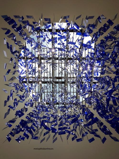 ... polyèdre bleu...